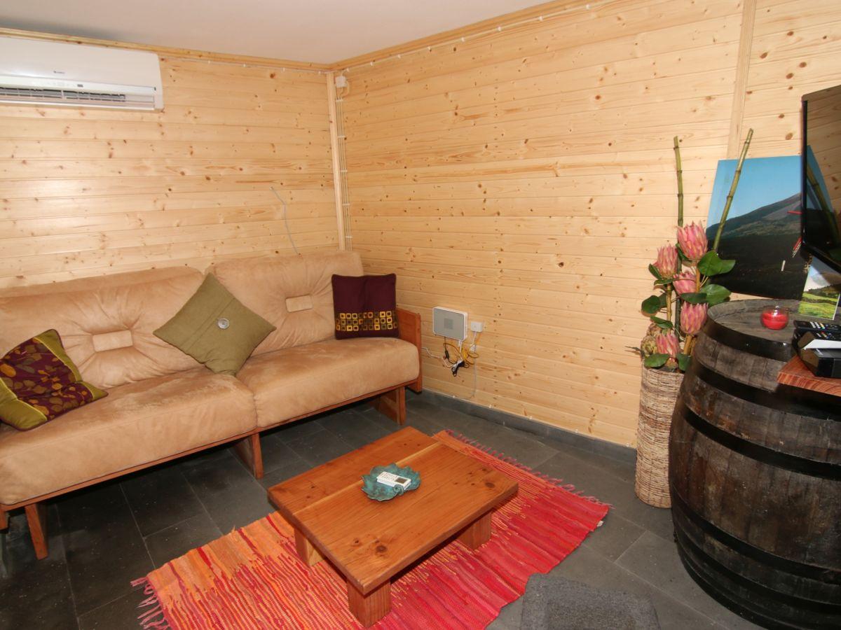 ferienhaus casa madeira picolense pico sao mateus. Black Bedroom Furniture Sets. Home Design Ideas