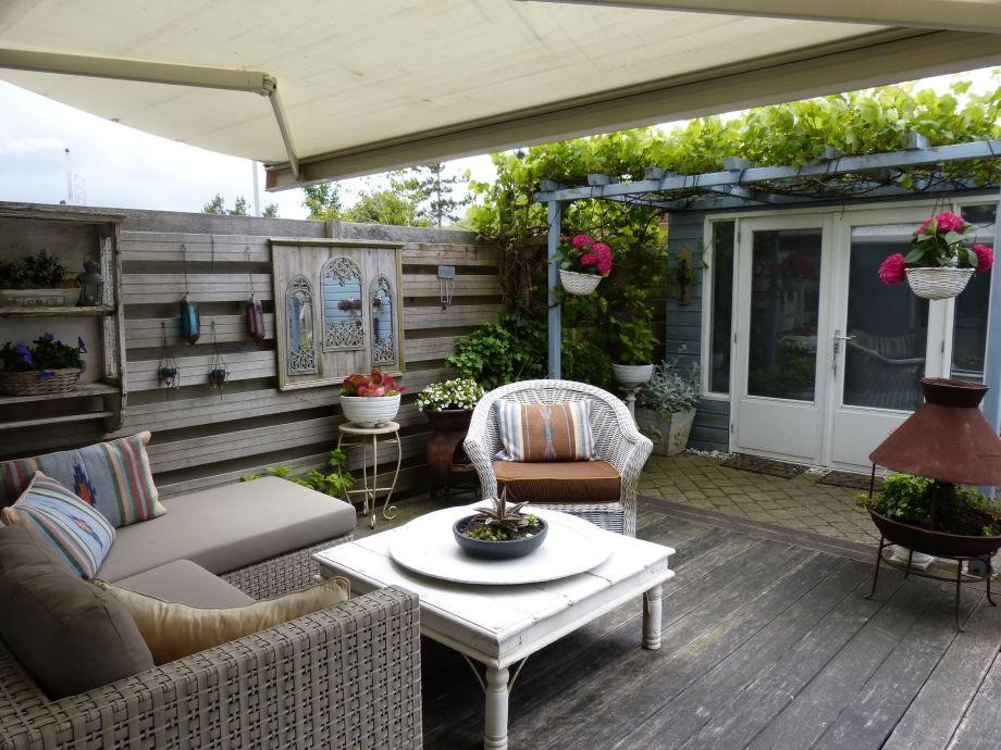 Lounge Garten mit Sonne und Schatten