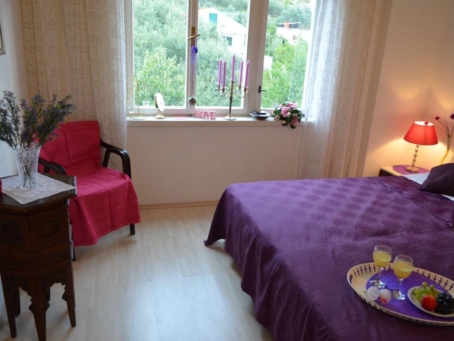Schlafzimmer - großes Doppelbett mit Qualitätsmatrazen