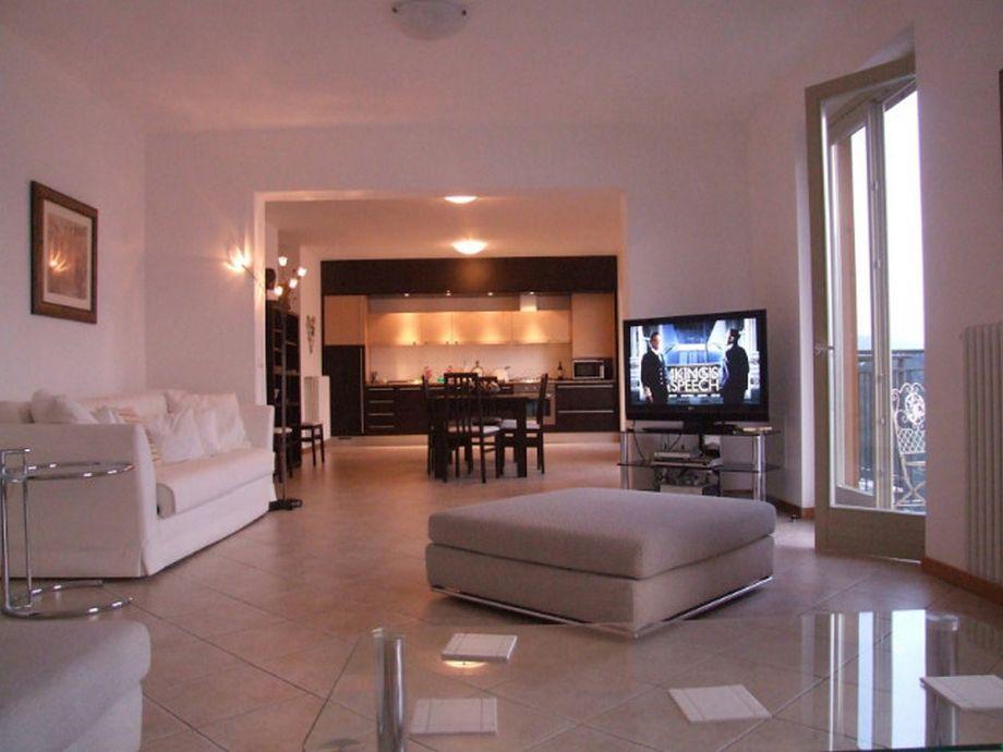 Geräumiges Wohnzimmer und Küche