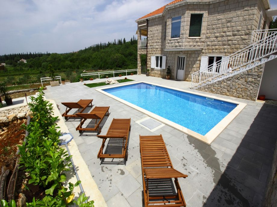 Terrasse mit Swimming Pool