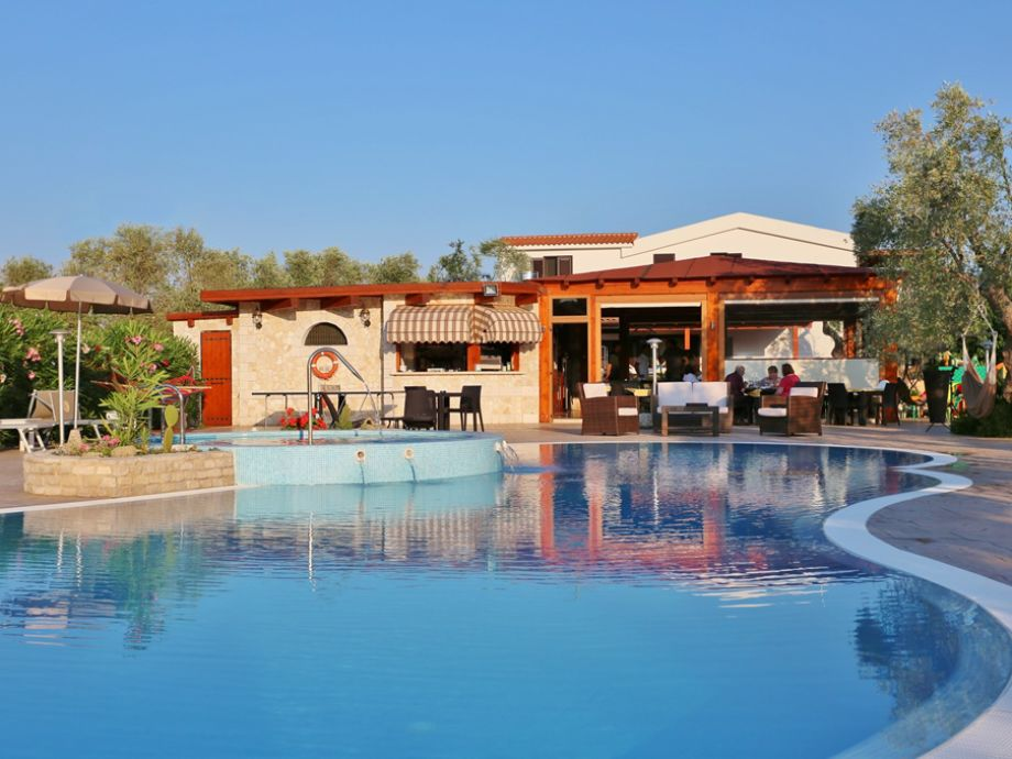 Swimming pool and restaurant pizzeria Gargano