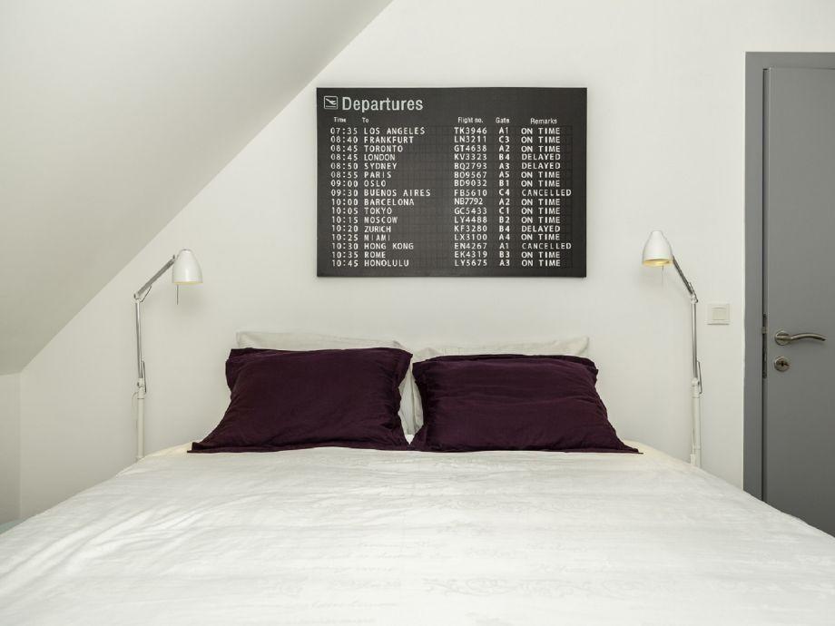 Das schöne Schlafzimmer mit Doppelbett