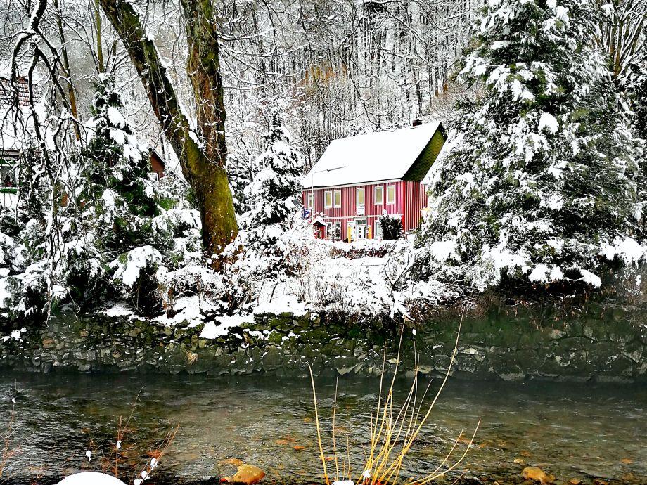 Das Haus in schöner Winterlandschaft