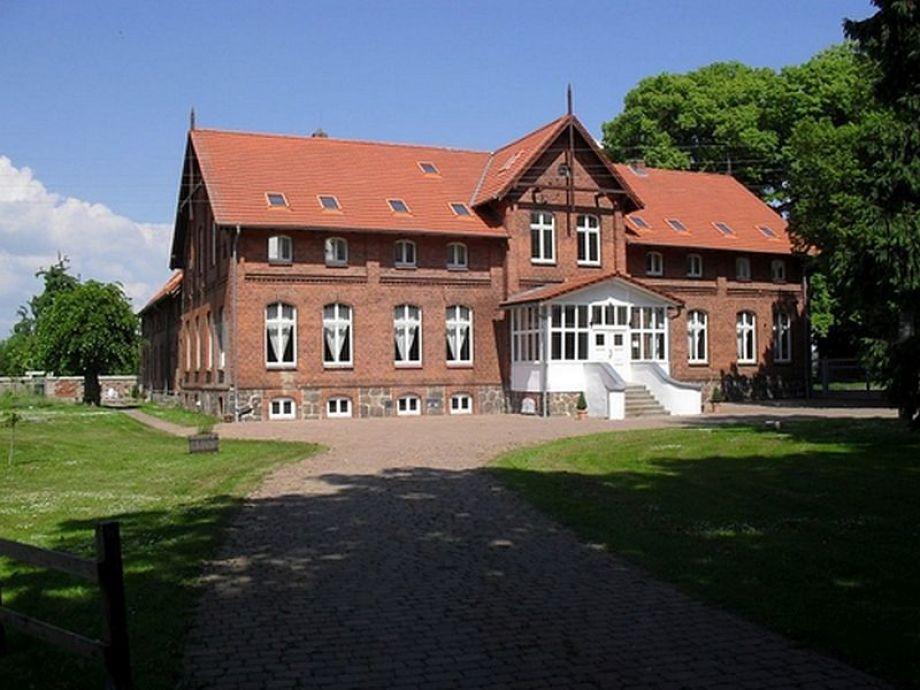 Blick auf das Haus mit den Ferienwohnungen