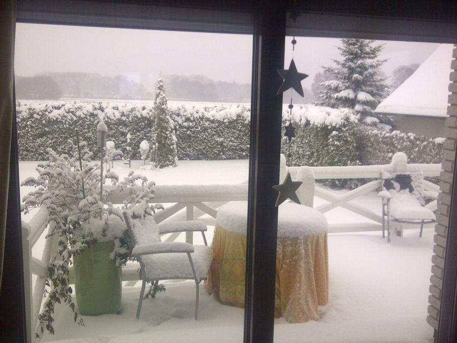 Winterbild Blick in den Garten