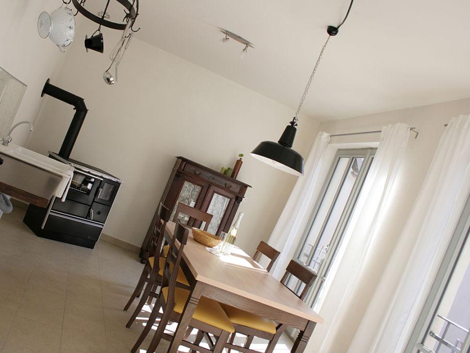 Die Wohnküche mit Kaminofen