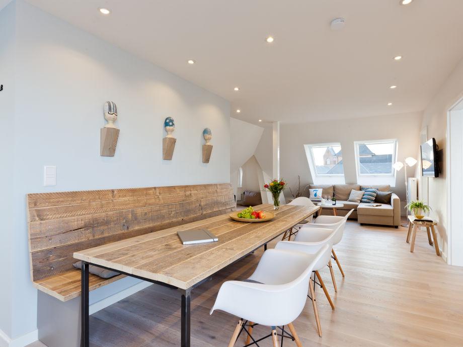 Essbereich mit Übergang zum Wohnzimmer