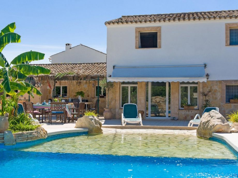 Villa Las Flores and its private pool