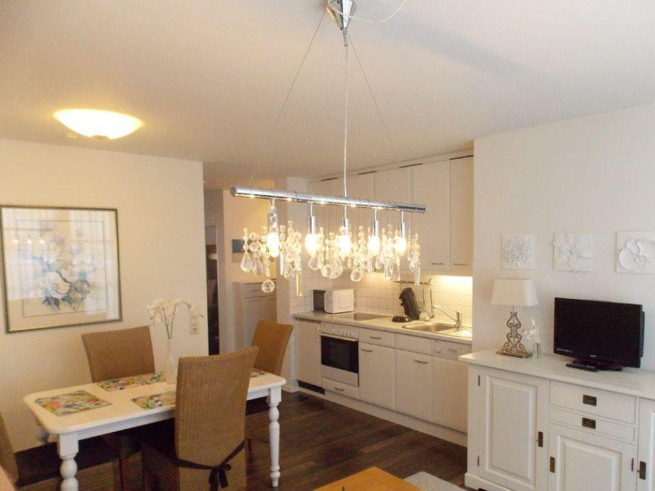 Wohnraum mit offener Küche und Essplatz