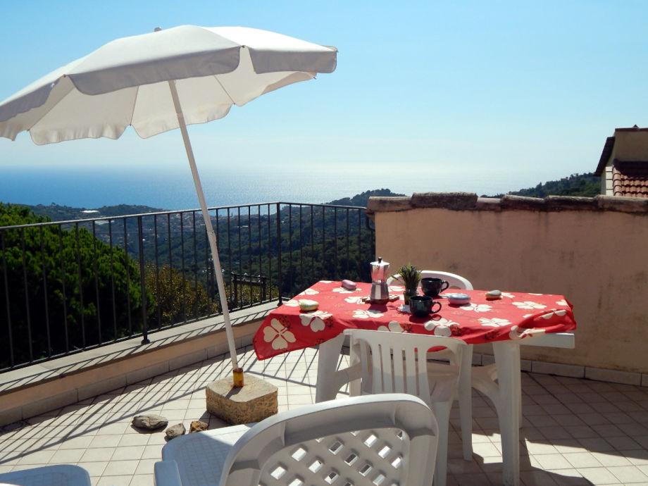 Sensationelle Terrasse mit Blick aufs Meer und Umgebung
