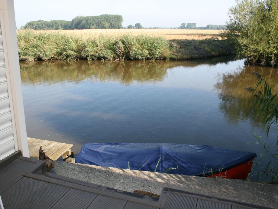 Terrasse mit Boot