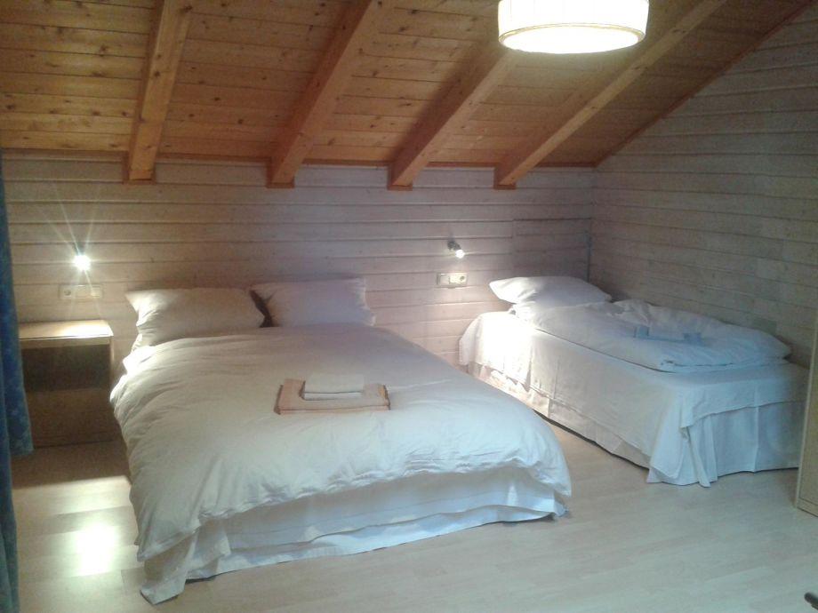 Schlafzimmer, Unterm Dach: 2x140er Plus 1 Einzel