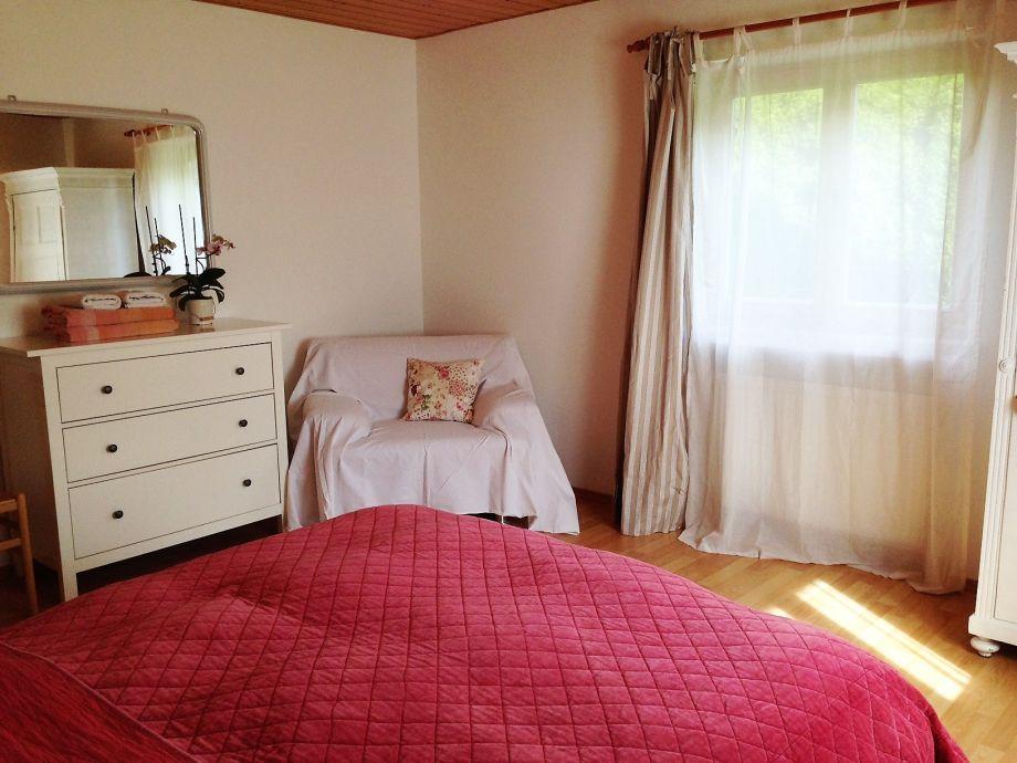 geräumiges Schlafzimmer im EG