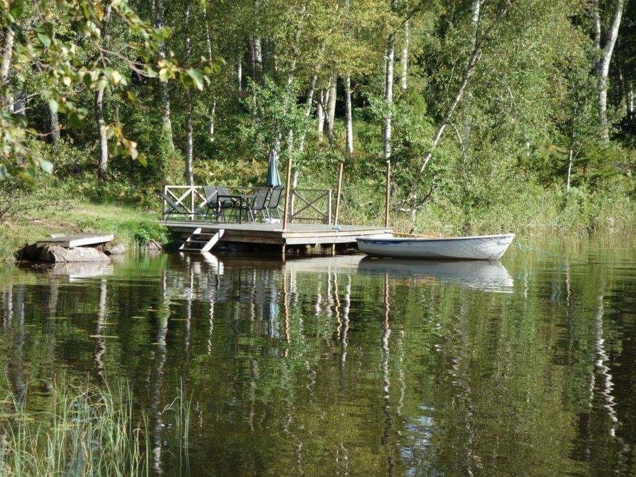 eigene Seeterasse mit Boot