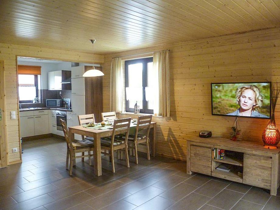 Der moderne Wohn- und Essbereich mit Sitzecke