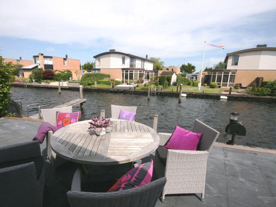 Terrasse am Wasser mit 11 Meter Bootssteg