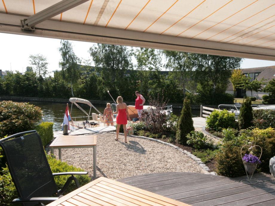 Terrasse mit Südlage und 12 Meter Bootssteg