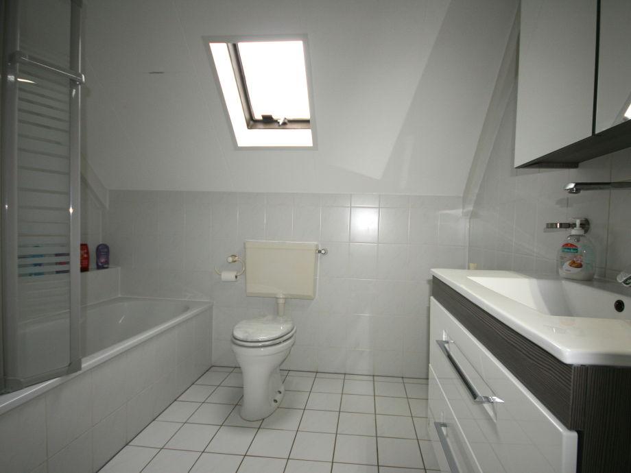 Ferienhaus brekkense wiel 118 ijsselmeer lemmer firma for Badezimmer mit dusche und wanne