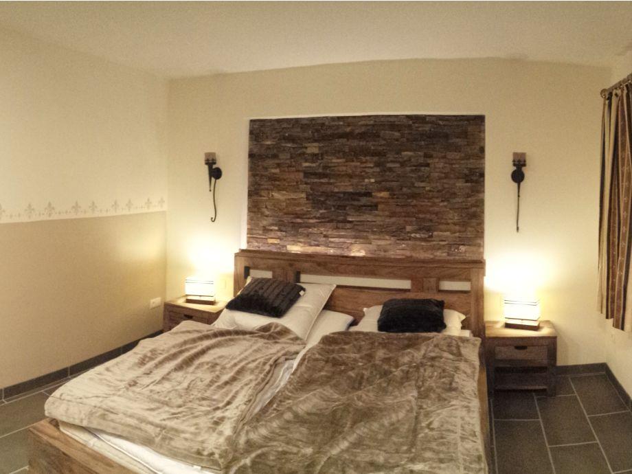 ferienwohnung wildnisresidenz kolonial bayerischer wald familie indirekte beleuchtung hinter. Black Bedroom Furniture Sets. Home Design Ideas