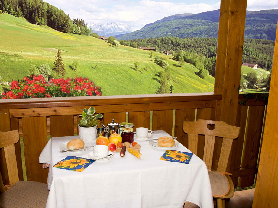 Ferienwohnung Alpegger 1, Südtirol, Dolomiten - Firma Alpegger - Frau ...