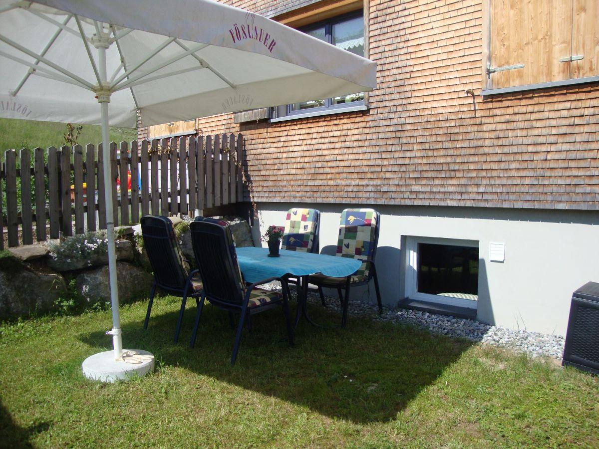 Charmant Sitzplatz Im Garten Mit Steinmauer Galerie - Die ...