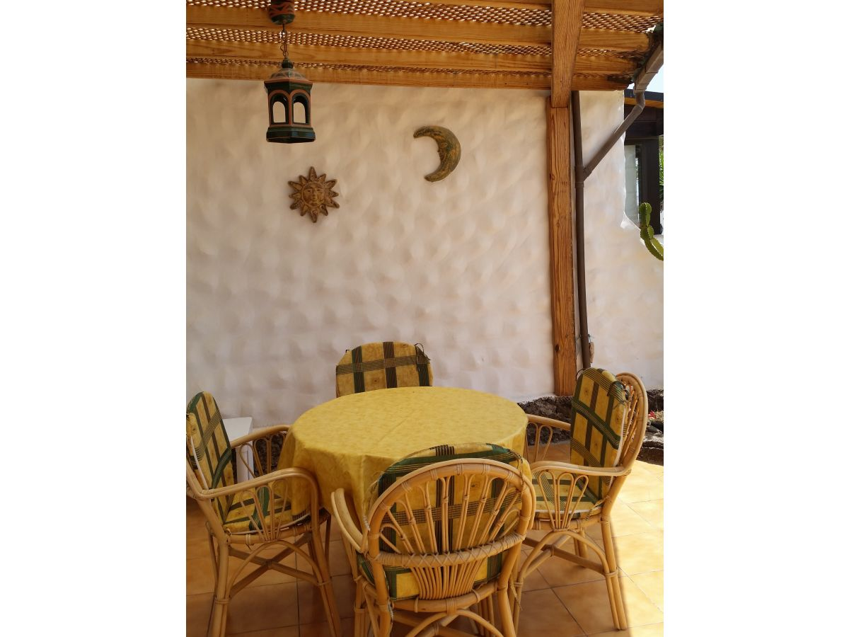 bungalow a 17 in anlage mit pool fuerteventura frau. Black Bedroom Furniture Sets. Home Design Ideas