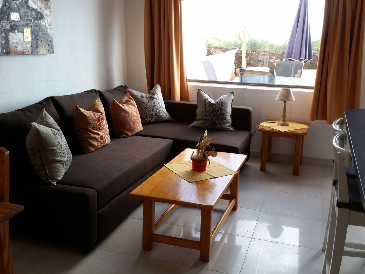 bungalow b 2 in anlage mit pool fuerteventura frau. Black Bedroom Furniture Sets. Home Design Ideas