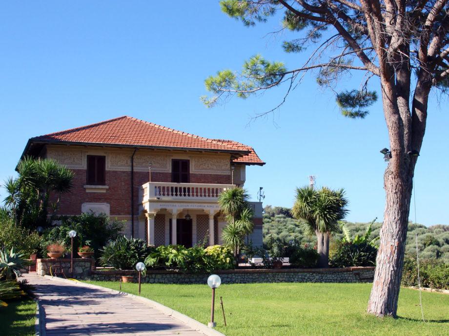 Luxusvilla mit Pool und großem Anwesen in Sizilien