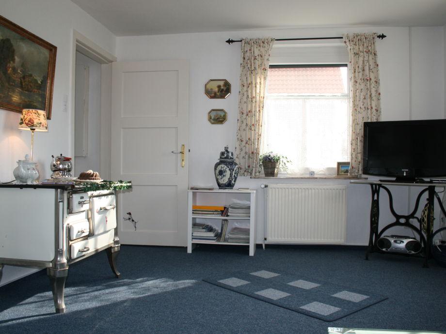 Wohnzimmer mit altem Deko-Herd