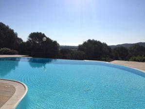 Holiday apartment Sunrise with Pool, near Budoni