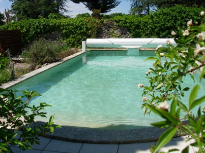 with pool in Uzes