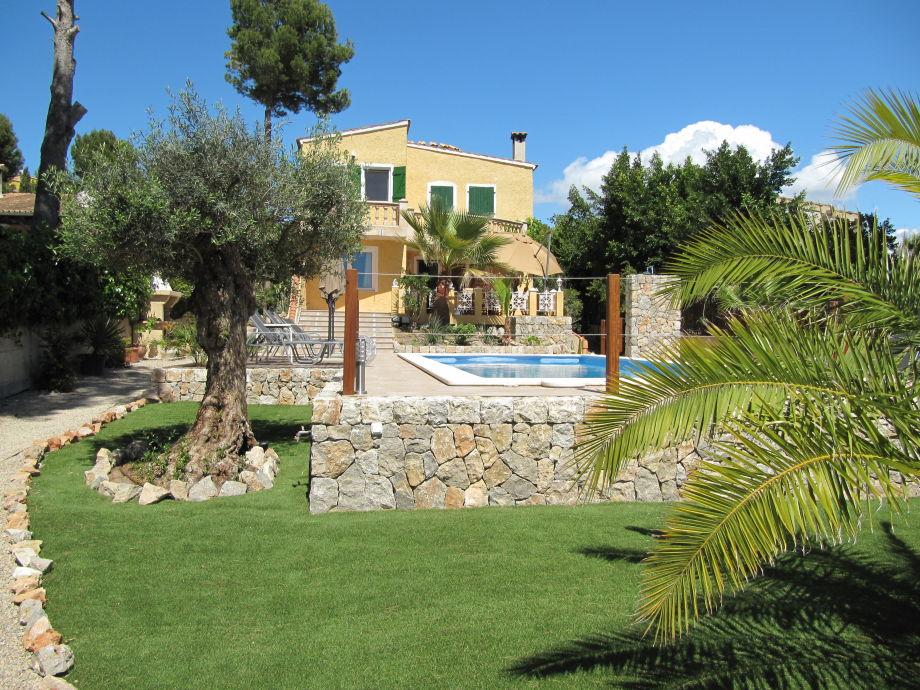 Villa castillo calma mallorca castillo calma - Gartenanlage mit pool ...