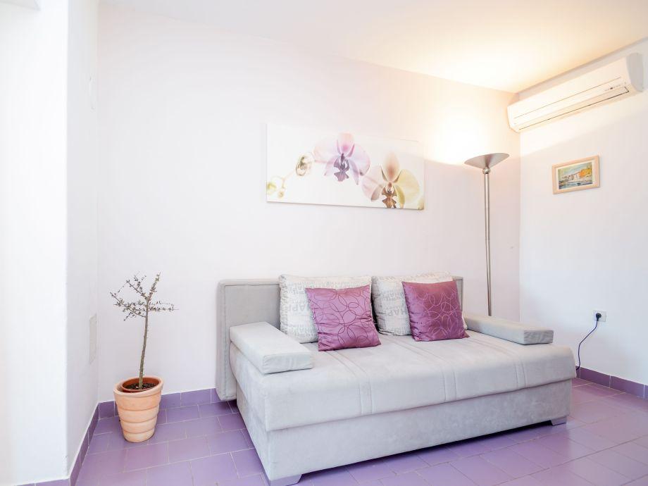 Wohnzimmer, hell und gemütlich