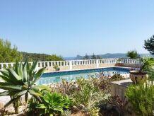 Gemütliches Ferienhaus mit Meerblick und Pool 159