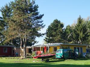 """Ferienhaus """"Freiheit am See"""" mit Ruderboot und Kanu"""