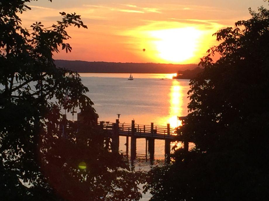 Blick vom Balkon: spektakuläre Sonnenuntergänge
