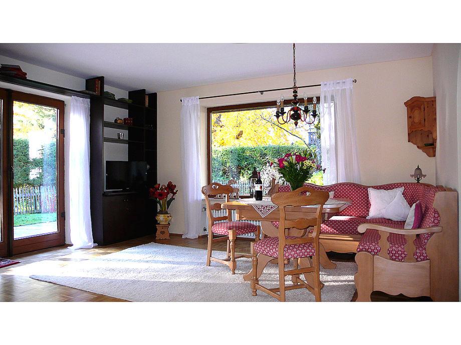 Wohnzimmer mit gemütlicher Ausstattung