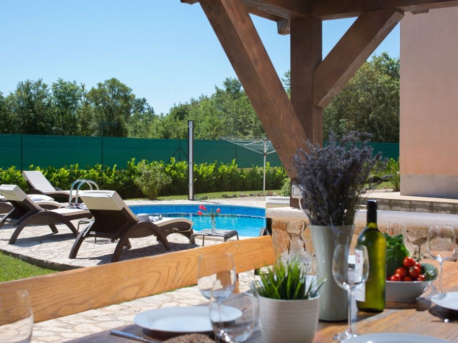 villa tara mit pool krk kvarner bucht frau djurdjica kotlas. Black Bedroom Furniture Sets. Home Design Ideas