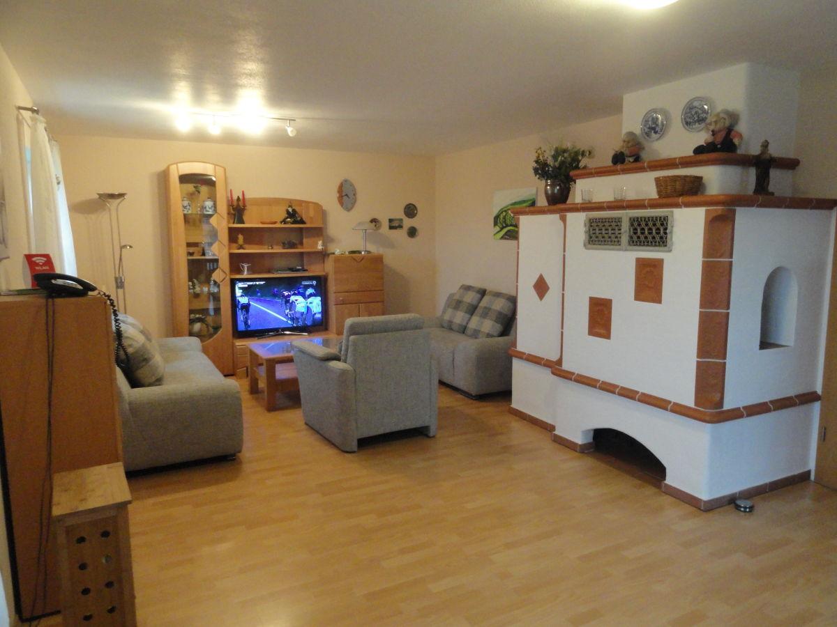 Holztisch massiv rustikal carprola for - Shabby wohnzimmer grun ...