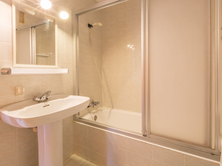 badezimmer mit wanne. Black Bedroom Furniture Sets. Home Design Ideas