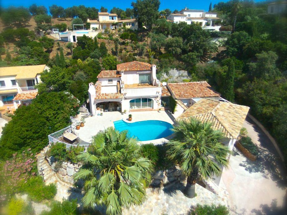 Dronenaufnahme der Villa