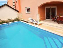 Ferienhaus Kika mit Pool für 6-8 Personen