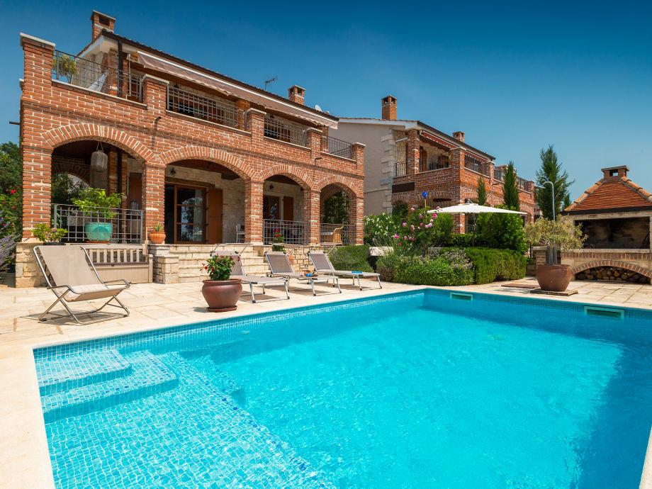 Beautiful family villa with private pool near Porec
