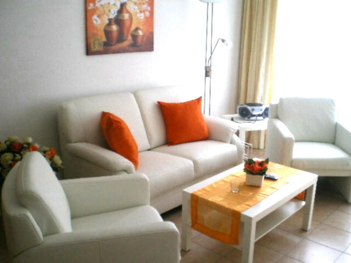 kleine sofaecke great holztisch mit tischbeinen roomido mit holztisch modern ehrfrchtig with. Black Bedroom Furniture Sets. Home Design Ideas