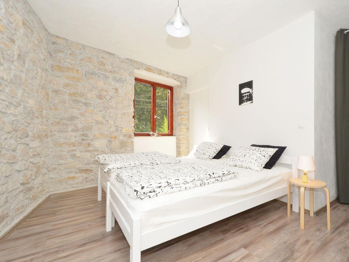 Steinwand Schlafzimmer ~ Kreative Deko-Ideen und Innenarchitektur