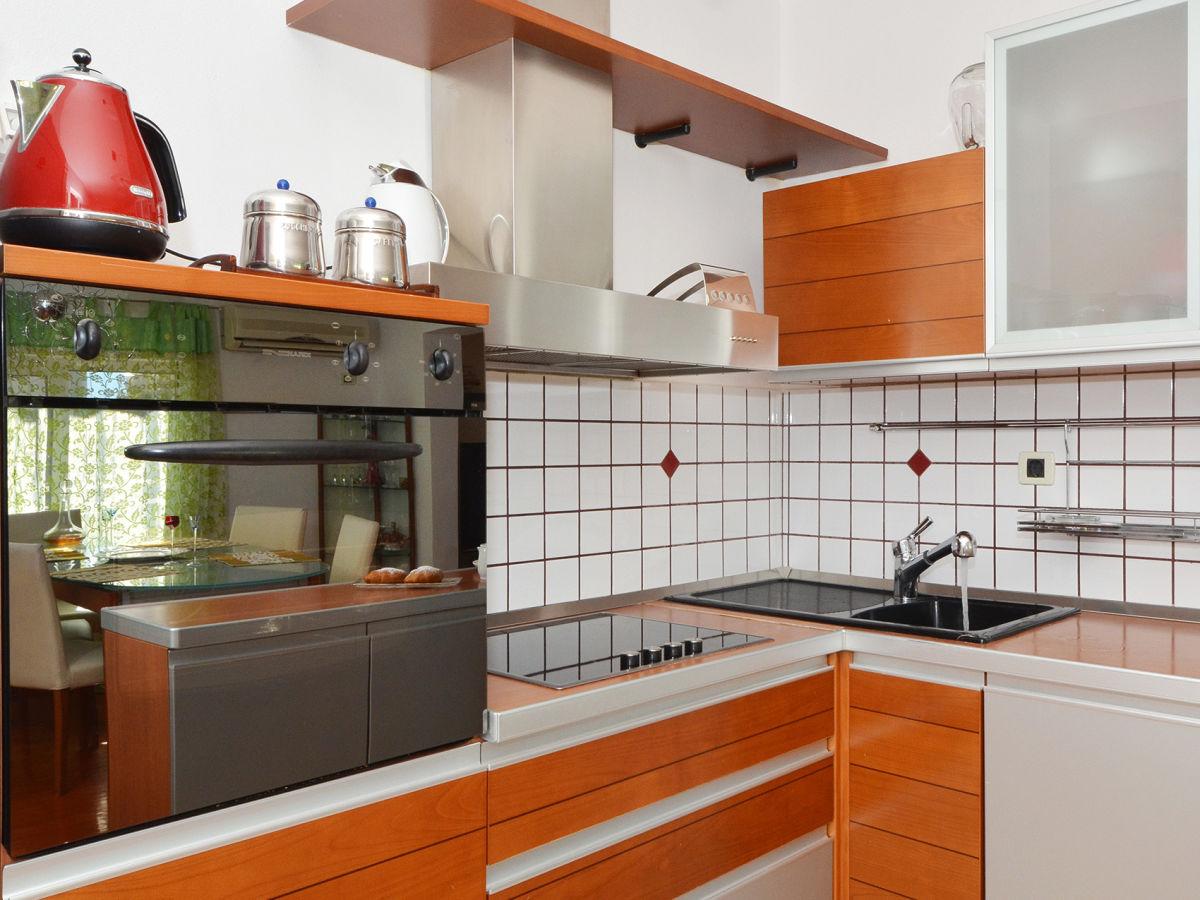 ferienwohnung alba 2 okrug gornji trogir firma online. Black Bedroom Furniture Sets. Home Design Ideas