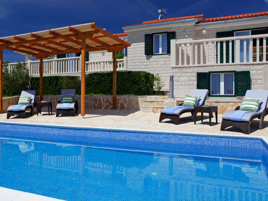Insel-Brac-Bol-Pool-Villa-Oliva