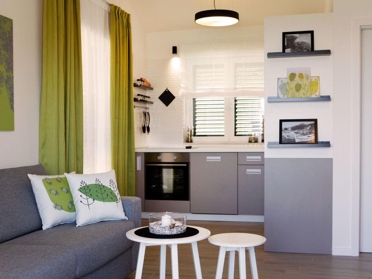 villa oliva insel brac dalmatien firma adria tours bol. Black Bedroom Furniture Sets. Home Design Ideas
