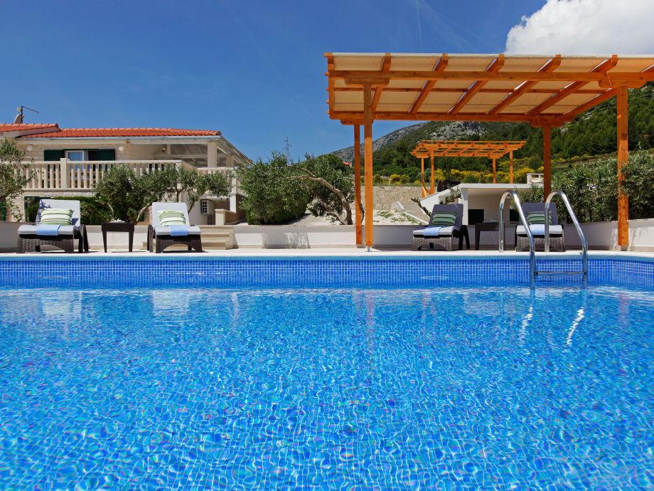Insel-Brac-Bol-Pool-Villa-Oliva 2